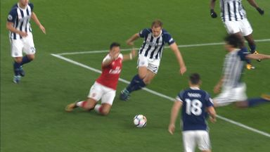 Pulis: Sanchez dived for free-kick