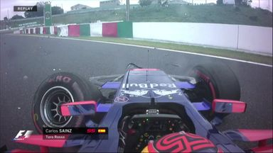 Sainz crashes out in P1