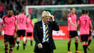 Strachan leaves Scotland role