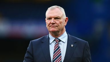 Clarke won't resign as FA chairman