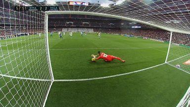 Casilla howler gifts Malaga goal