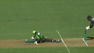 Sarfraz does the splits!