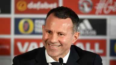 Giggs rang Sir Alex for advice