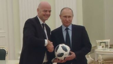 Putin and Infantino's Kremlin keepy-ups