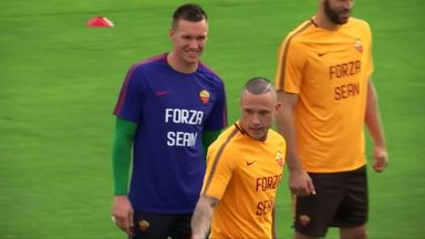 Roma players wear 'Forza Sean' T-shirts