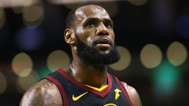 LeBron, Curry hit back at Trump